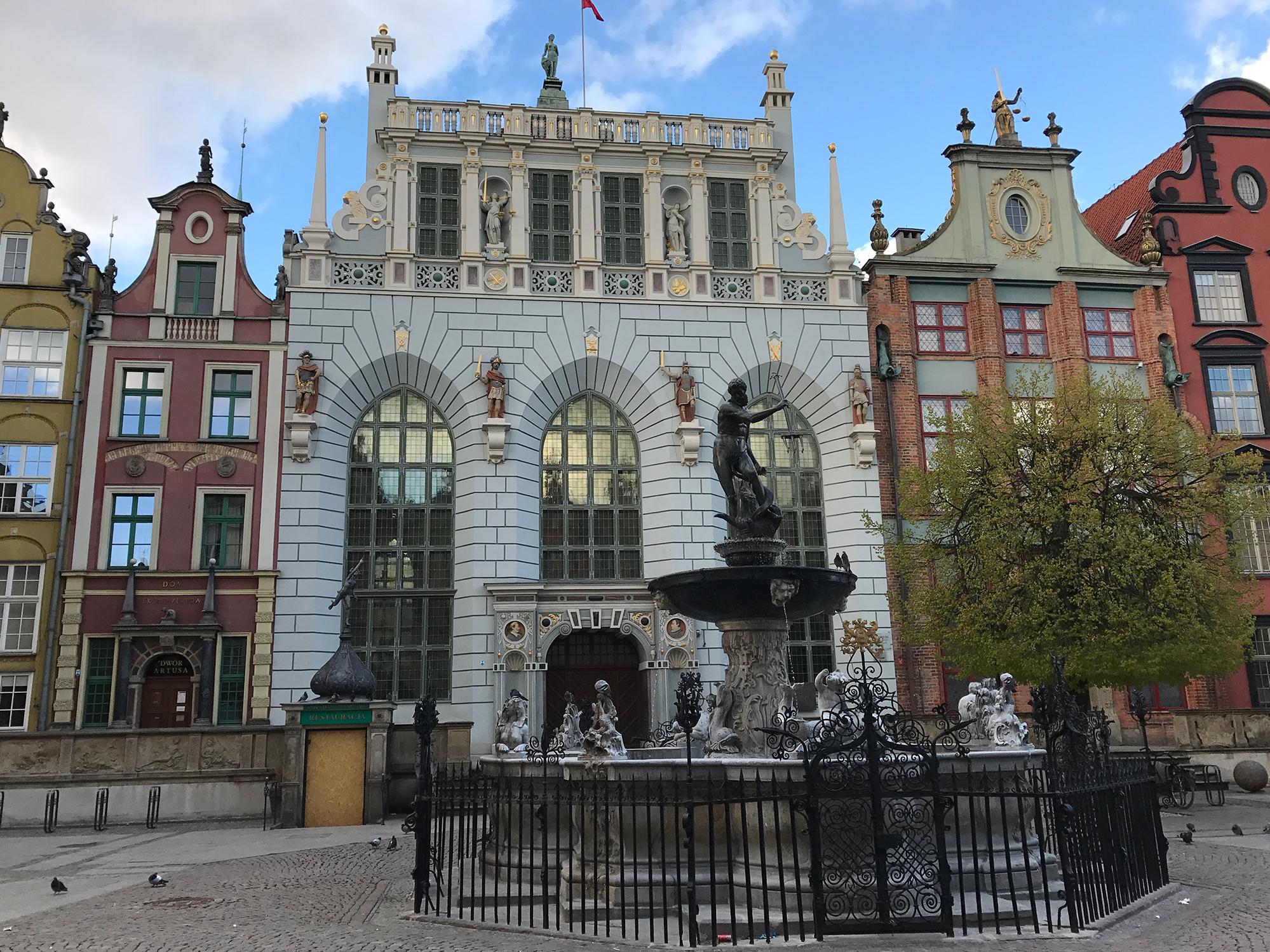Fontanna Neptuna (The Fountain of Neptune) and Dwór Artusa (The Artus Court), Długi Targ, Gdańsk