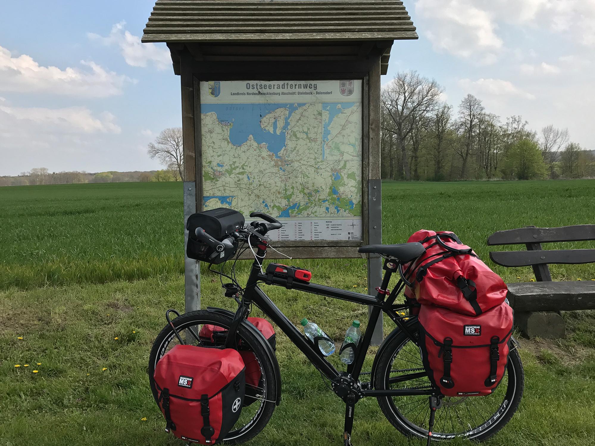 L12 near Groß Strömkendorf